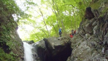 チャレンジを通じて自己成長したい人のための冒険教育プログラム~滝に挑む2日間~